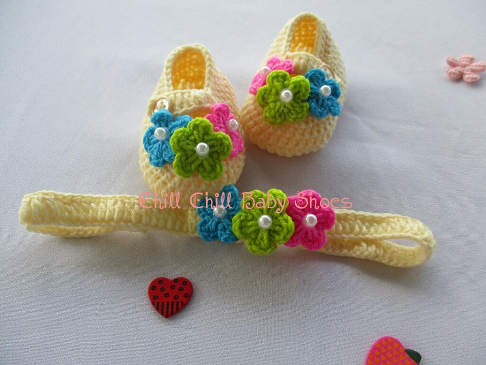เซ็ทรองเท้า และ ผ้าคาดผมดอกไม้สามสี ขนาด 1-3เดือน *ส่งฟรี EMS