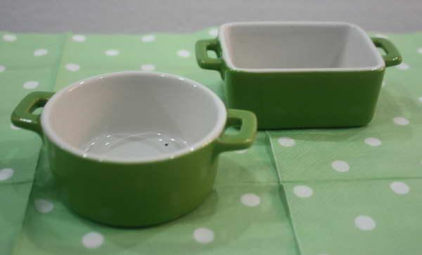 ถ้วยน้ำจิ้ม 2 ใบชุด เป็นภาชนะ Corningware ทรงเหลี่ยม กับกลม สีเขียว น่ารักมากๆ