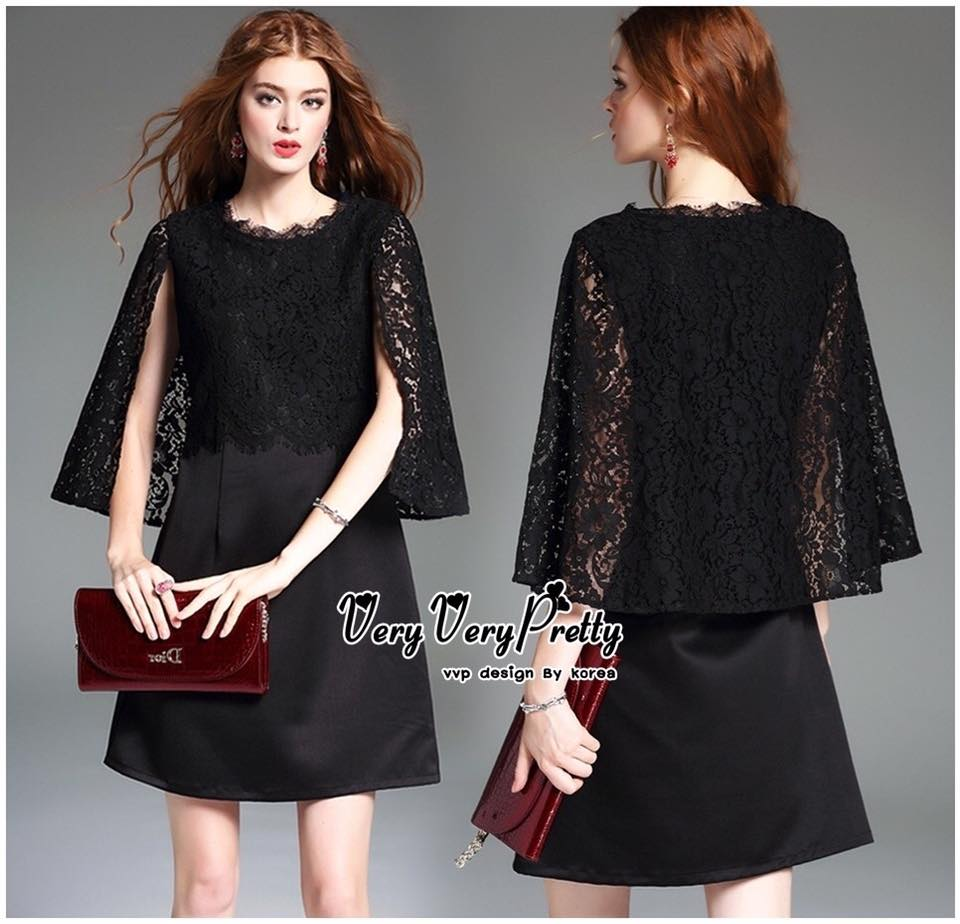 Elegant Black Lace Shawl Korea Dress เดรสสวยสง่าสไตล์งานแบรนด์ หรูหราด้วยทรงเดรสแขนกุด ตกแต่งผ้าลูกไม้เนื้อดีคลุมไหล่และช่วงอกของเดรส ผ่าช่วงแขนให้ดูมีดีเทลสวยสง่า กระโปรงทรงปล่อย งานสวยตามแบบ ใช้เนื้อผ้าอย่างดีในการตัดเย็บ บอกเลยงานนี้พลาดไม่ได้เลยค่ะ เน