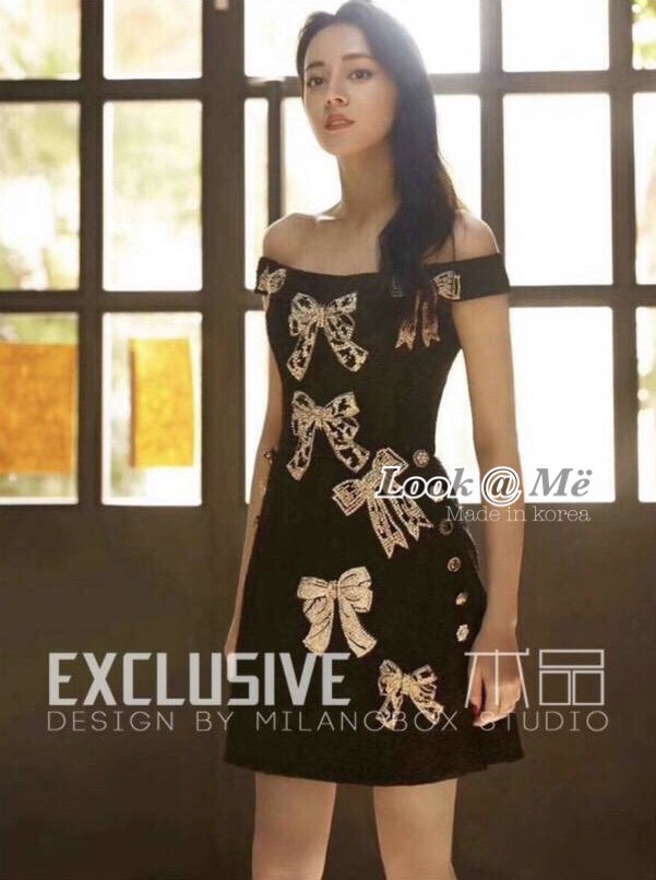 เดรสแฟชั่น Dress ชุดกระโปรงสีดำปาดไหล่ เนื้อผ้าอย่างดีหนาแน่นลวดลายดอกไม้เนื้อนูน