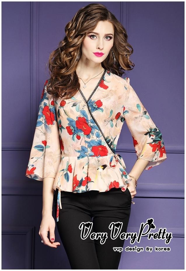 เสื้อแฟชั่น เสื้อครอปปลายระบายทรงแขนบานคอวีสไตล์เกาหลี