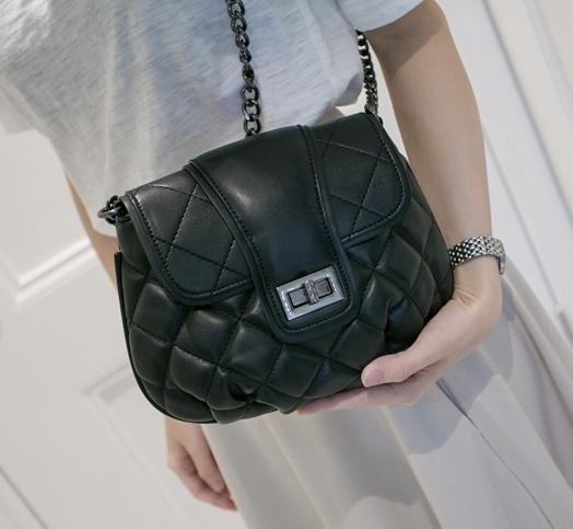 กระเป๋าแฟชั่น Brand :: Axixi แท้ 100% รุ่นทรงเล็กฝาปิดตารางสายโซ่