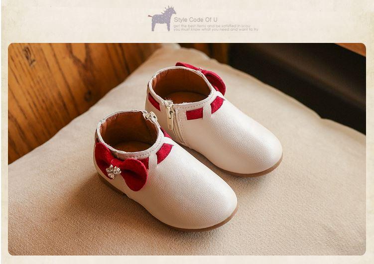 รองเท้าบูทสั้นสีขาวครีม