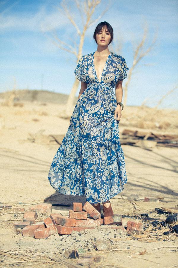 ซาร่า มาลากุล เลน ในชุดวินเทจสีฟ้า สวยเกินบรรยาย