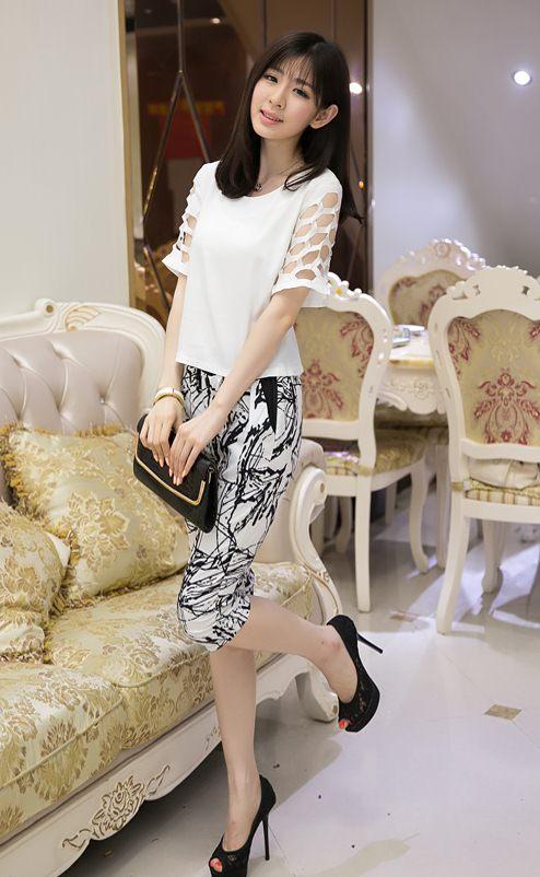 PreOrderไซส์ใหญ่ - เซตคู่เสื้อกางเกงสามส่วน ไซส์ใหญ่ เสื้อดีไซด์แขนสั้น และกางเกงสามส่วน สไตล์เกาหลี สี : ขาว+กางเกง / ดำ+กางเกง