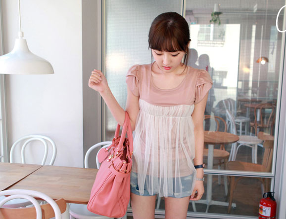 ++เสื้อผ้าเกาหลี++cherry dress*พร้อมส่ง*เสื้อผ้าแฟชั่น เสื้อชีฟอง ผ้า Cotton เสริมฟองน้ำที่ไหล่ แต่งระบายผ้าตาข่าย สีชมพู