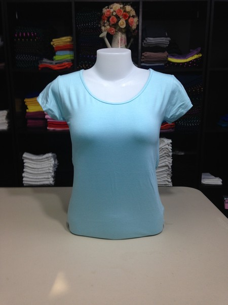 """เสื้อยืดคอกลม สีฟ้าอ่อน size """"M"""""""
