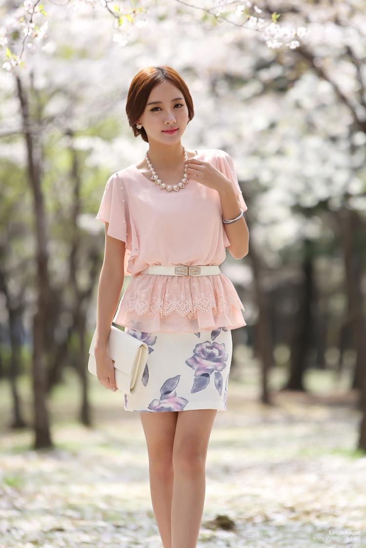 เสื้อผ้าแฟชั่นเกาหลี Set 2 ชิ้น เสื้อผ้าชีฟองสีชมพู แขนระบายปักมุก พร้อมเข็มขัด สวยมากๆ