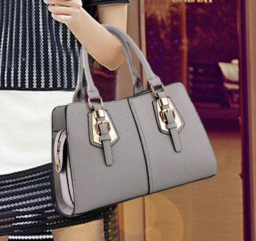Pre-order กระเป๋าผู้หญิงถือลาย แต่งเข็มขัด กระเป๋าผู้ใหญ่ถือออกงาน ถือทำงาน รหัส Yi-2093 สีเทา