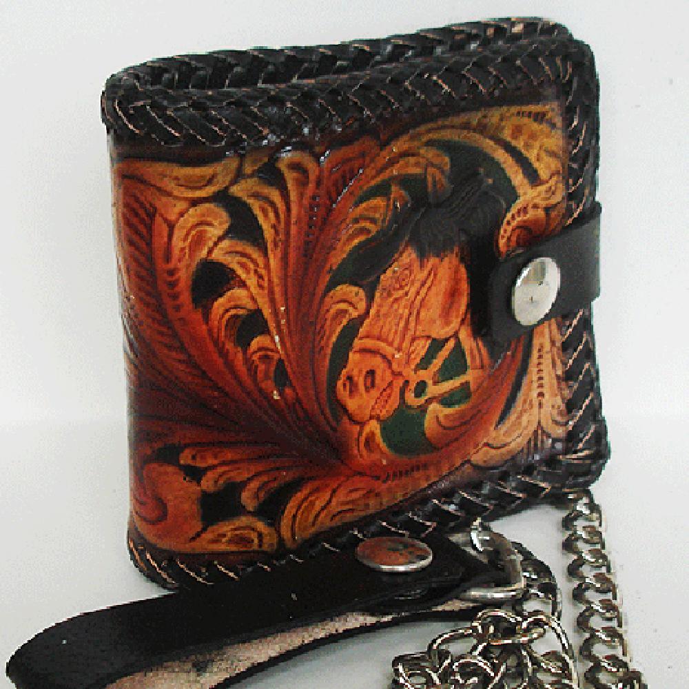 กระเป๋าสตางค์แบบ 2 พับ พร้อมโซ่ Line id : 0853457150