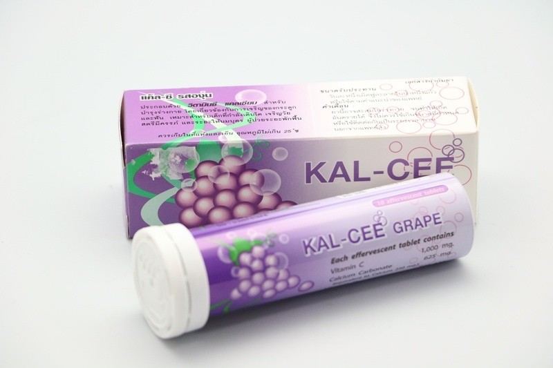 Kal-Cee Grape แค็ล-ซี รสองุ่น เม็ดฟู่ละลายน้ำเสริมแคลเซียม บำรุงร่างกายและกระดูก (10 เม็ด/หลอด)