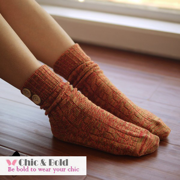 [สินค้าหมด] ถุงเท้าญี่ปุ่นข้อยาวติดกระดุมข้างเก๋สุดๆ