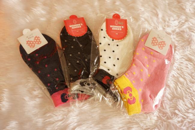 ถุงเท้าเกาหลีลายจุดขอบโบว์น้อยน่ารัก มี 4 สี [ขนาดเท้า35-38]