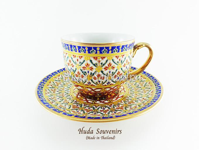 ของที่ระลึก แก้วกาแฟเบญจรงค์ ทรงกลม โทนสีขาว ลายเนื้อนูนเคลือบผิวด้าน สินค้าพร้อมส่ง (ราคาไม่รวมกล่อง)