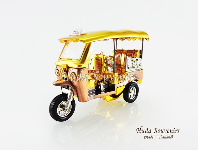 ของที่ระลึกไทย รถตุ๊กตุ๊กจำลอง สีทอง ไซส์กลาง (S) สินค้าบรรจุในกล่องมาให้เรียบร้อย สินค้าพร้อมส่ง