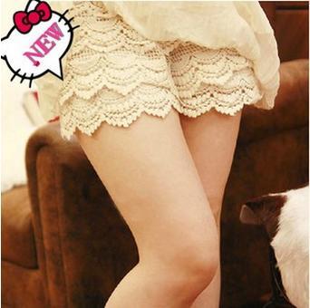 กางเกงแฟชั่นลูกไม้ขาสั้น แต่ลูกไม้ชั้น น่ารักสวยงาม ใส่สบาย ด้านบนจะมีผ้าช่วยผยุงค์ท้องได้ค่ะ มีสายปรับที่เอว ใส่สบายๆค่ะ